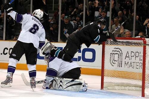 i-c8d0a3260e279d7fe0f460e5e5605a1a-sharks_kings17-thumb-500x332.jpg