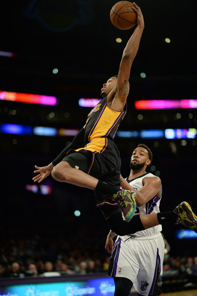 The Lakers' Kent Bazemore #6 dunks the ball during their game against the Kings at the Staples Center in Los Angeles February 28, 2014. (Photo by Hans Gutknecht/Los Angeles Daily News)