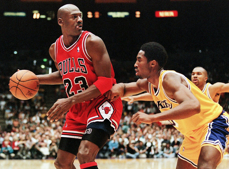 LOS ANGELES, UNITED STATES:  Michael Jordan of the Chicago Bulls (L) eyes the basket as he is guarded by Kobe Bryant of the Los Angeles Lakers during their 01 February game in Los Angeles, CA. Jordan will appear in his 12th NBA All-Star game 08 February while Bryant will make his first All-Star appearance. The Lakers won the game 112-87.  AFP PHOTO/Vince BUCCI (Photo credit should read Vince Bucci/AFP/Getty Images)