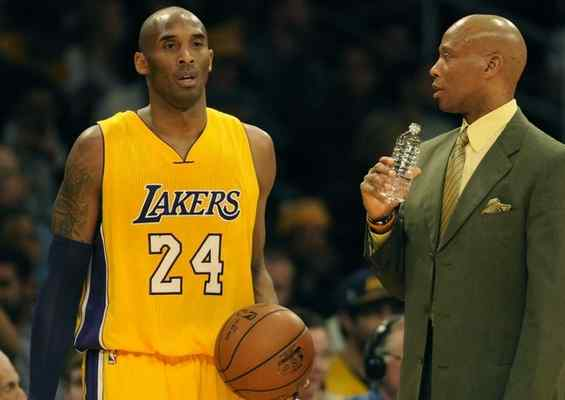 Lakers forward Kobe Bryant #24 and Los Angeles Lakers head coach Byron Scott in the 2nd quarter. The Los Angeles Lakers played the New Orleans Pelicans in a game at Staples Center in Los Angeles, CA 1/12/2016 (photo by John McCoy/Los Angeles News Group)
