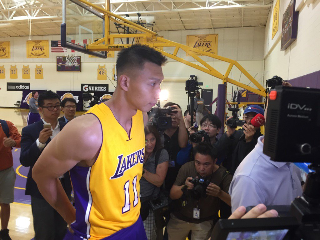 Chinese star Yi Jianlian joined the Lakers this offseason on a one year deal. Photo credit: Mark Medina/SCNG