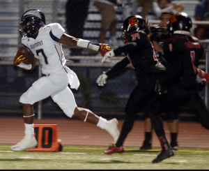 Summit High's Stephen Carr running by Etiwanda defenders. (Photo by Will Lester)