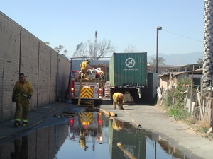 61006-Baldwin Park warehouse fire 3-thumb-300x225-61005.jpg