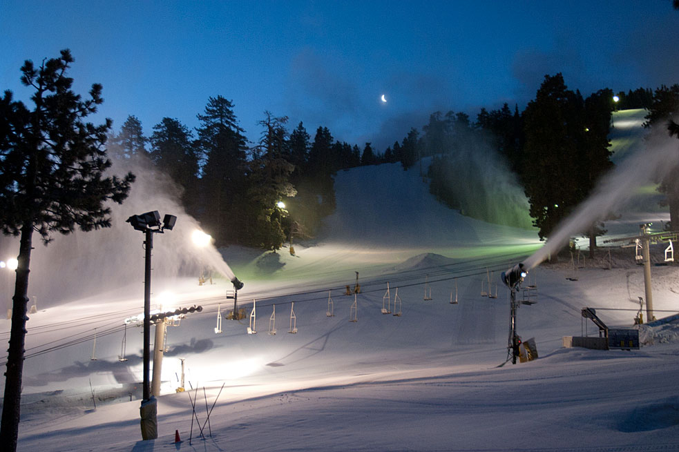 Snow guns at Mountain High