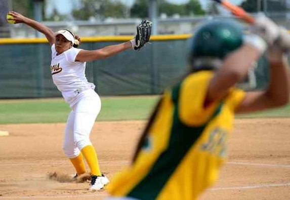 Alhambra starting pitcher Majisty Shomo throws to the plate against Schurr in the first inning of a prep softball game at Moor Field in Alhambra, Calif., May 3, 2016. (Photo by Keith Birmingham/ Pasadena Star-News)